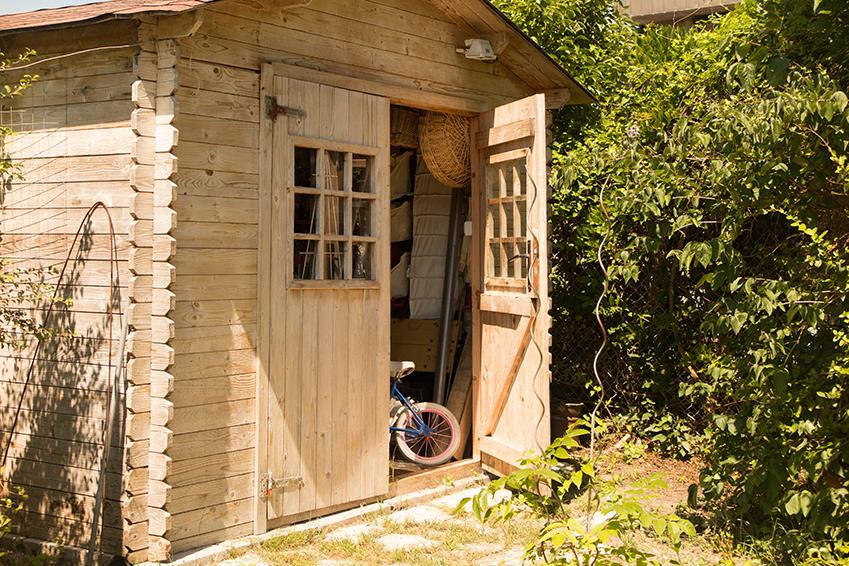 Gartenhütte aufbauen